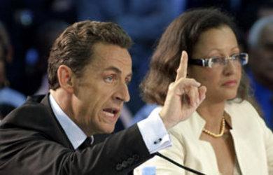 Nicolas-Sarkozy-et-Marie-Luce-Penchard-a-pointe-a-Pitre__pics_390