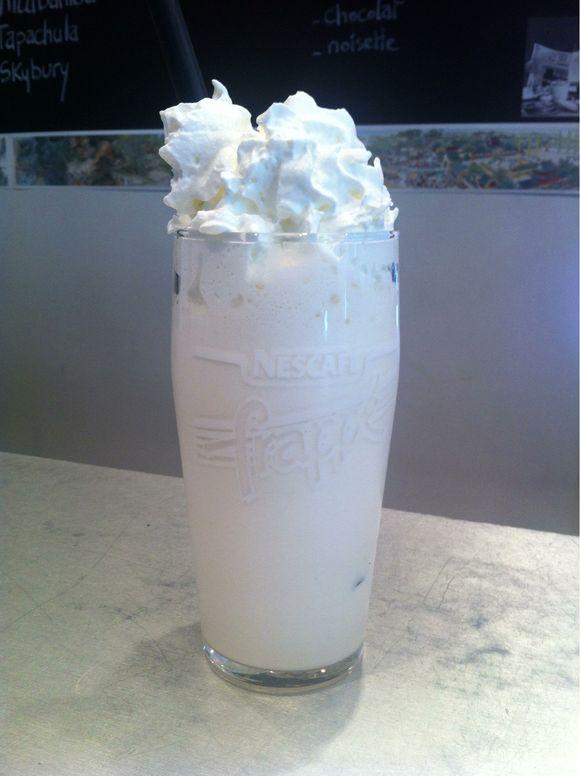 Goûtez les savoureux milk shake de Jean-Michel David, centre ville, place du colonel Fabien