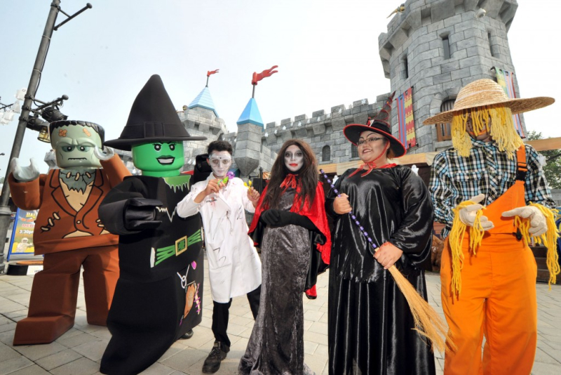 Halloween-at-Legoland-Florida-Brick-or-Treat-600x374