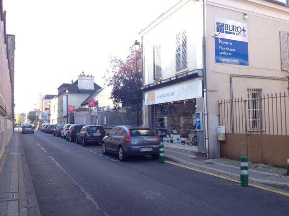 """Une nouvelle place de stationnement """"handicapés"""" rue victor hugo"""