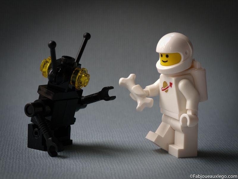 Lego-system-5002812-classic-cosmonaute-minifig