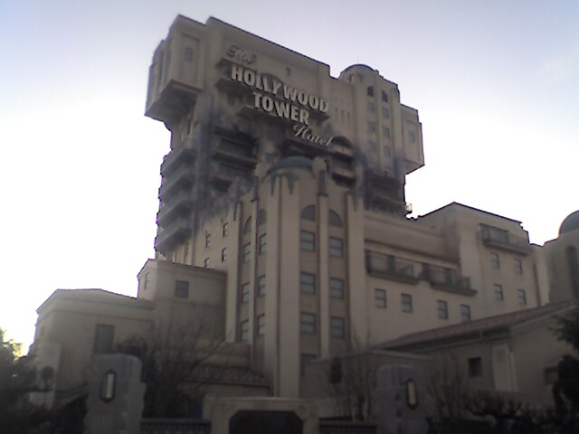 Some pictures... Hollywood_tower_hotel_fabuleux